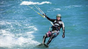 Kite surfing (pixabay.com)